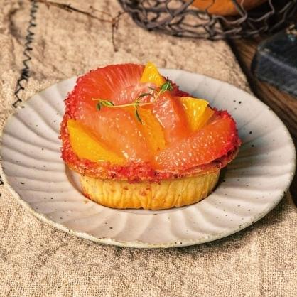 鮮豔欲滴柑橘水果派搭蛋糕巧克力餡