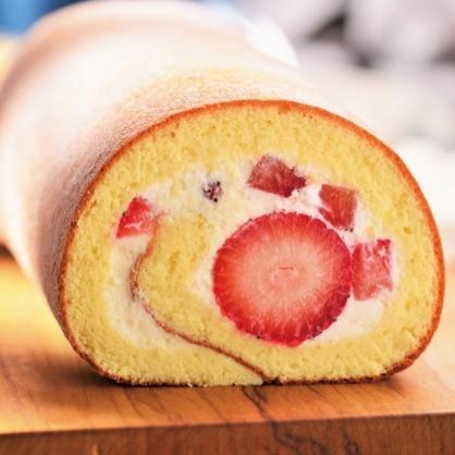 草莓生乳捲
