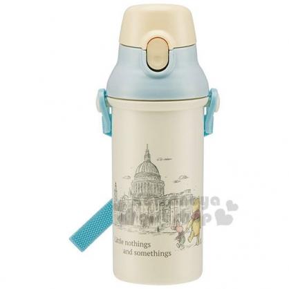 〔小禮堂〕迪士尼 小熊維尼 日製直飲式水壺附背帶《米藍.英倫》480ml.兒童水壺.隨身瓶