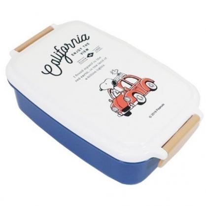 〔小禮堂〕史努比 日製方形雙扣塑膠便當盒《藍白.紅車》500ml.保鮮盒.食物盒.餐盒