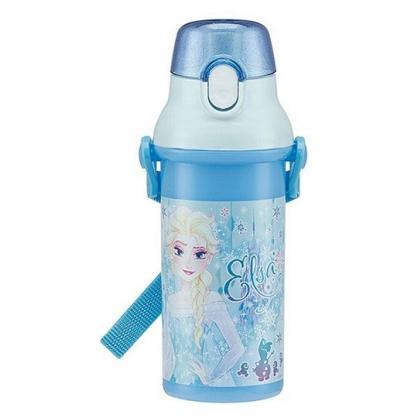 〔小禮堂〕迪士尼 冰雪奇緣 艾莎公主 日製直飲式水壺附背帶《藍白.撐腰》480ml.水瓶.兒童水壺