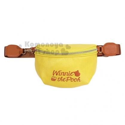 〔小禮堂〕迪士尼 小熊維尼 皮質刺繡拉鍊腰包斜背包《黃棕.文字》隨身包.手拿包