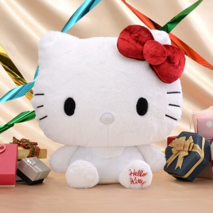 〔小禮堂〕Hello Kitty 45週年絨毛玩偶娃娃《M.白吊帶褲》擺飾.玩具