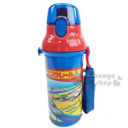 〔小禮堂〕鐵道王國 日製直飲式水壺附背帶《藍紅.車種框》480ml.水瓶.兒童水壺