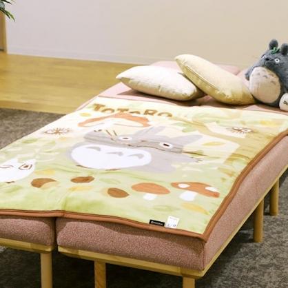 〔小禮堂〕宮崎駿Totoro龍貓 雙人毛毯《綠棕.拿蘑菇》100x140cm.薄毯.雙人毯