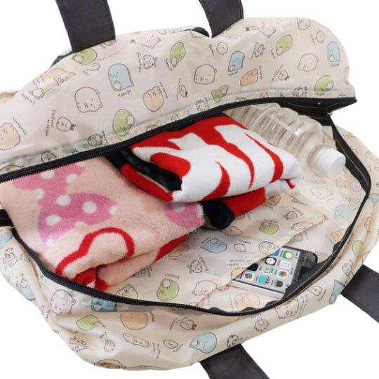 〔小禮堂〕角落生物 折疊尼龍側背袋行李袋《米黑.角色滿版》旅行袋.肩背袋