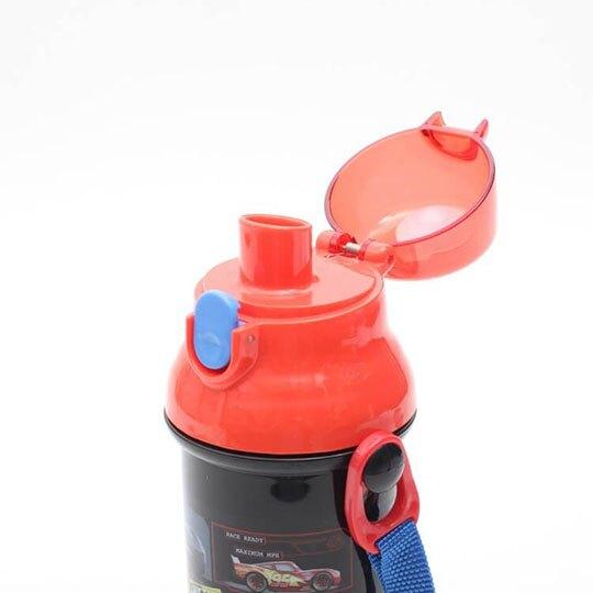 〔小禮堂〕迪士尼 閃電麥坤 日製直飲式水壺附背帶《黑紅.格圖》480ml.水瓶.兒童水壺