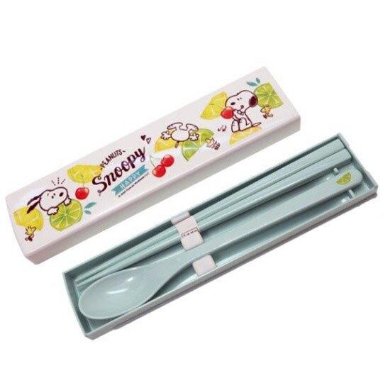〔小禮堂〕史努比 日製盒裝兩件式餐具組《白綠.檸檬》匙筷.環保餐具.兒童餐具