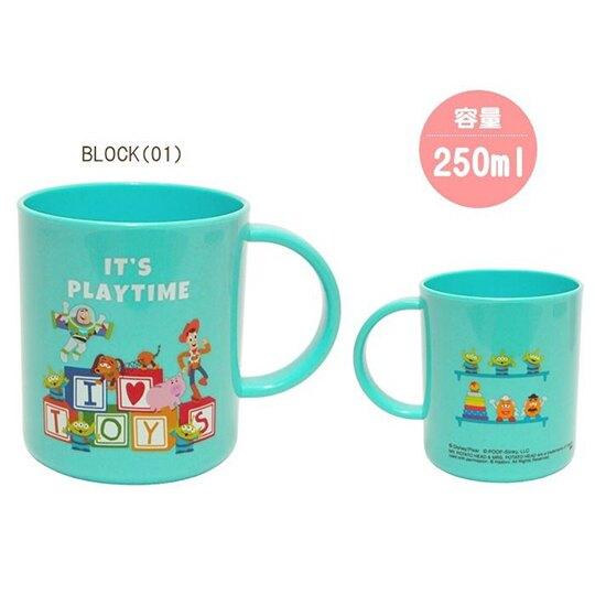 〔小禮堂〕迪士尼 玩具總動員 日製單耳塑膠小水杯《綠.文字方塊》250ml.漱口杯.茶杯