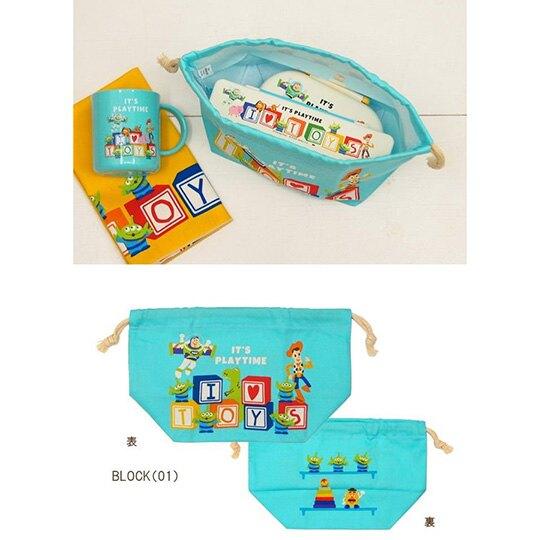 〔小禮堂〕迪士尼 玩具總動員 日製棉質束口便當袋《綠.文字方塊》縮口袋.收納袋.手提袋