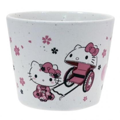 〔小禮堂〕Hello Kitty 日製無把寬口陶瓷茶杯《粉白.人力車》水杯.金正陶器