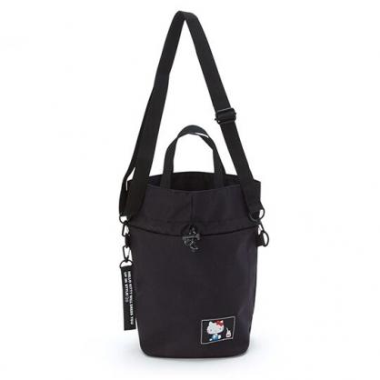 小禮堂 Hello Kitty 帆布束口包 斜背包 水桶包 手提包 外出包 側背包 (黑 側坐)