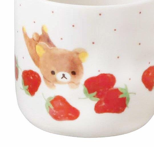 小禮堂 懶懶熊 日製 馬克杯 陶瓷杯 寬口杯 咖啡杯 茶杯 YAMAKA陶瓷 350ml (紅白 草莓)