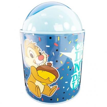 小禮堂 迪士尼 奇奇蒂蒂 圓形鐵垃圾筒 平衡蓋垃圾筒 桌上型垃圾筒 (藍 松果)