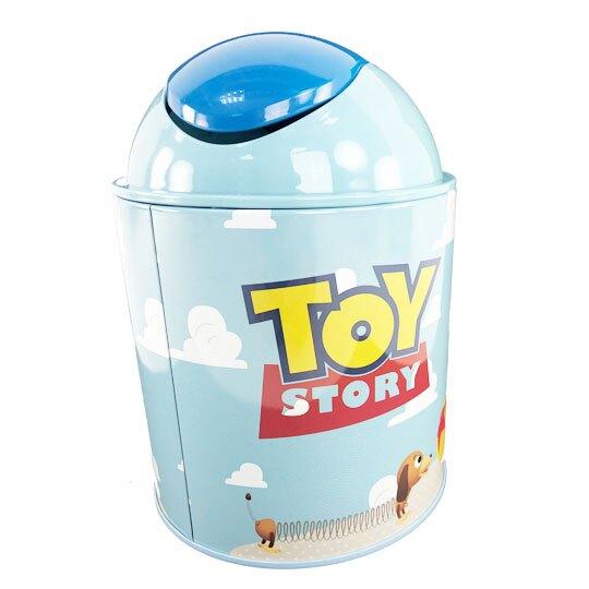 小禮堂 迪士尼 玩具總動員 圓形鐵垃圾筒 平衡蓋垃圾筒 桌上型垃圾筒 (藍 雲朵)
