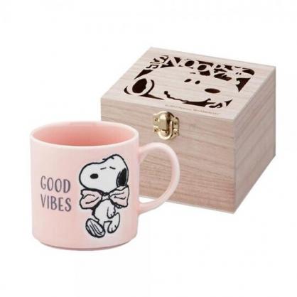 小禮堂 史努比 日製 陶瓷馬克杯 咖啡杯 附木盒 350ml YAMAKA陶瓷 (粉 領結)