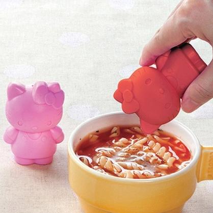 小禮堂 Hello Kitty 造型矽膠調味罐組 鹽罐 胡椒罐 調味瓶 (2入 紅粉 站姿)