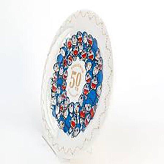 小禮堂 哆啦A夢 日製 陶瓷圓盤 沙拉盤 紀念餐盤 附展示架 金正陶器 (白 50週年)