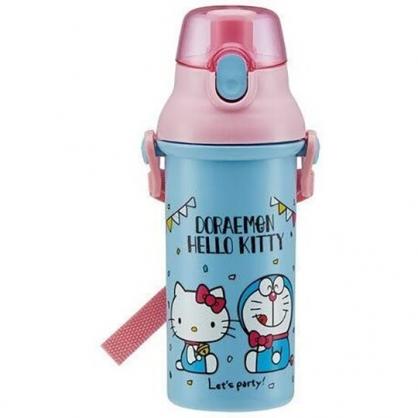 小禮堂 Hello Kitty x 哆啦A夢 日製 直飲式水壺附背帶 塑膠水瓶 兒童水壺 480ml  (藍粉)