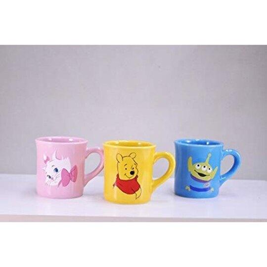 小禮堂 迪士尼 小熊維尼 陶瓷馬克杯 咖啡杯 陶瓷杯 290ml (黃 側身)