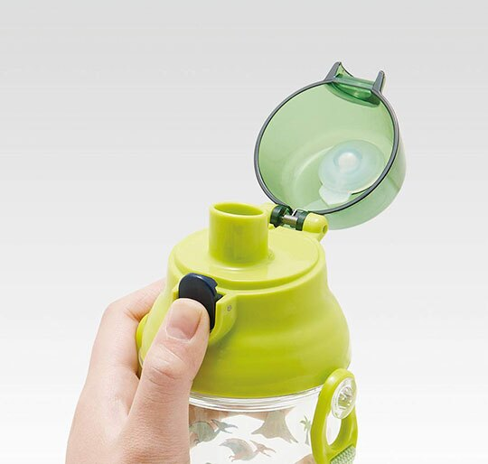小禮堂 恐龍 日製 透明直飲式水壺附背帶 塑膠水瓶 兒童水壺 480ml (綠 火山)