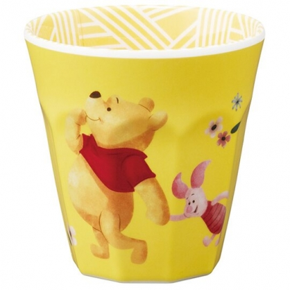 小禮堂 迪士尼 小熊維尼 無把美耐皿杯 塑膠杯 兒童水杯 290ml  (黃 牽手)