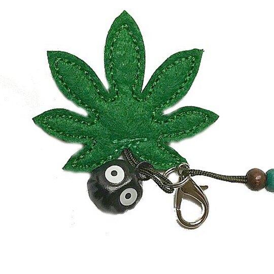 小禮堂 龍貓 絨毛鈴鐺吊飾 玩偶鑰匙圈 玩偶吊飾 包包吊飾 (灰綠 樹葉)