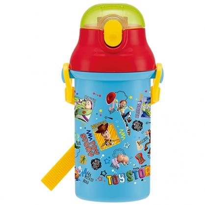 小禮堂 迪士尼 玩具總動員 日製 直飲式水壺附背帶 塑膠水瓶 兒童水壺 隨身瓶 400ml (藍紅 框框)