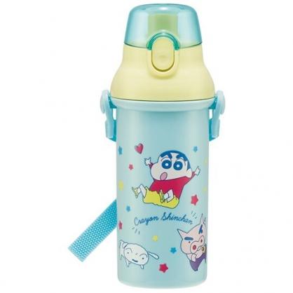 小禮堂 蠟筆小新 日製 直飲式水壺 附背帶 塑膠水瓶 兒童水壺 隨身瓶 480ml (綠 跳躍)
