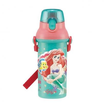 小禮堂 迪士尼 小美人魚 日製 直飲式水壺 附背帶 塑膠水瓶 兒童水壺 隨身瓶 480ml (綠 抱膝)