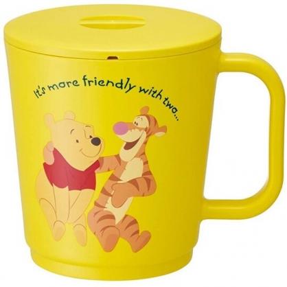 小禮堂 迪士尼 小熊維尼 日製 單耳微波塑膠杯 附蓋 微波便當盒 泡麵杯 湯杯 650ml (黃 朋友)