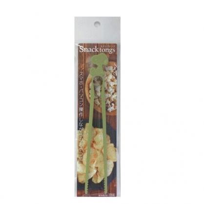 小禮堂 史努比 日製 不沾手零食夾 塑膠零食夾 餅乾夾 食物夾 (墨綠)