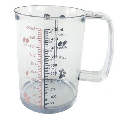小禮堂 貝印 日製 單耳塑膠量杯 透明量杯 烘焙量杯 500ml (藍 櫻花)