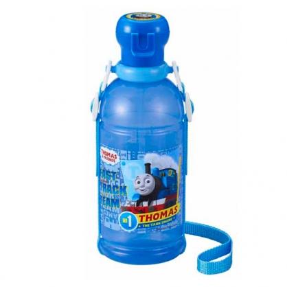 小禮堂 湯瑪士火車 日製 寶特瓶吸管水壺 附背帶 塑膠水瓶 兒童水壺 隨身瓶 400ml (藍 文字)