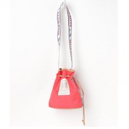 小禮堂 Hello Kitty x THEATRE 尼龍束口包 束口斜背包 水桶包 側背包 (紅)