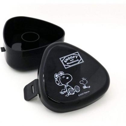 小禮堂 史努比 日製 三角飯糰保鮮盒 微波便當盒 塑膠便當盒 飯糰模具 (黑 太空人)