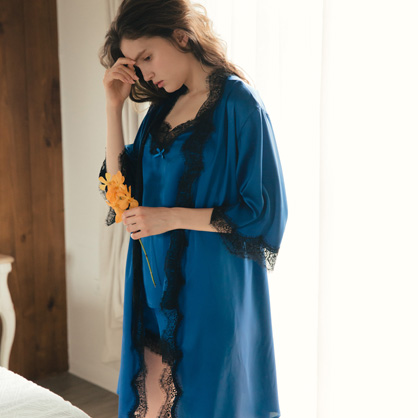 家居服 Hush 奢華盛宴 睫毛蕾絲輕膚柔軟緞面綁帶外袍罩衫-藍