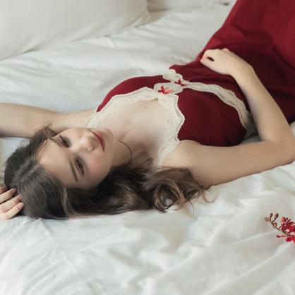 無鋼圈睡衣 Hush【獨家2in1】巴黎尤物 露背蕾絲長洋裝家居服-胭脂紅