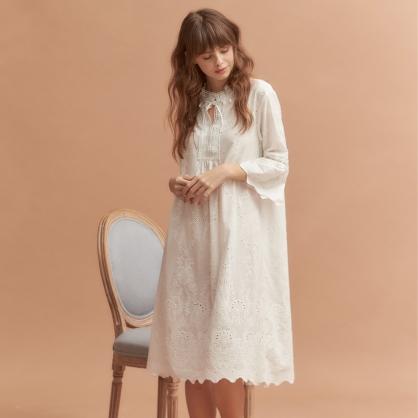 家居服 Hush 英倫情人 刺繡洋裝 - 純白