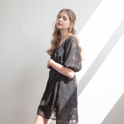 無鋼圈睡衣 Hush【獨家2in1】 空氣少女 緹花透紗兩件式綁帶洋裝 - 黑
