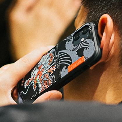 Skinarma 日本潮牌|Densetsu 浮雕祥雲赤龍可插卡防摔手機殼 iPhone12/12 Pro/12 Pro Max