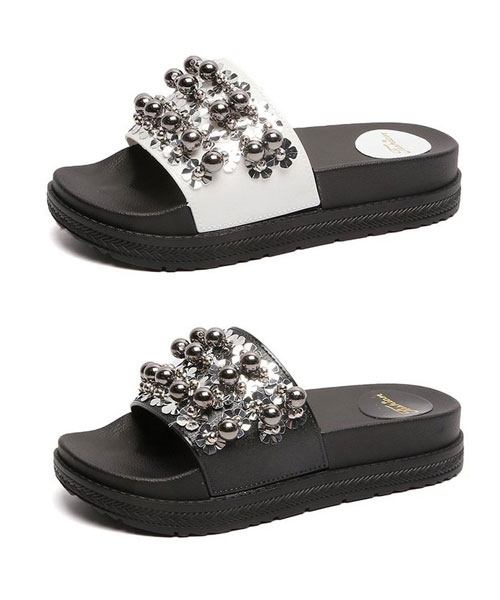 ★正韓★Lawrence AK時尚個性立體珠花金屬裝飾皮革厚底涼拖鞋 (兩色)