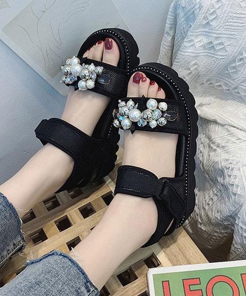 ★正韓★Pearl Bouquet 時尚率性珍珠水晶綴飾魔術帶厚底涼鞋 (兩色)