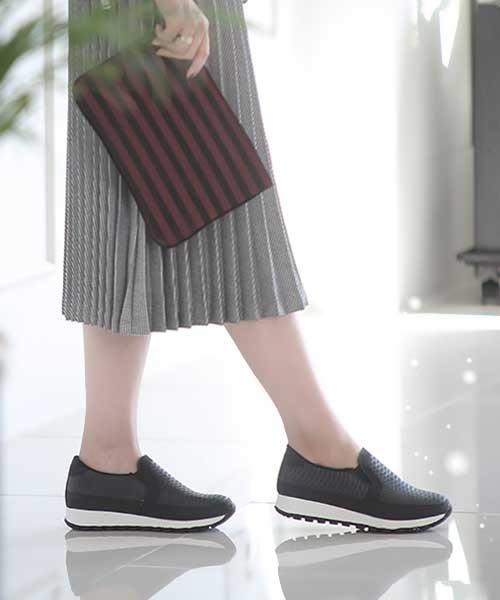 ★正韓Ollie★Lena Serpentine時尚壓紋皮革流線型厚底懶人鞋 (兩色)