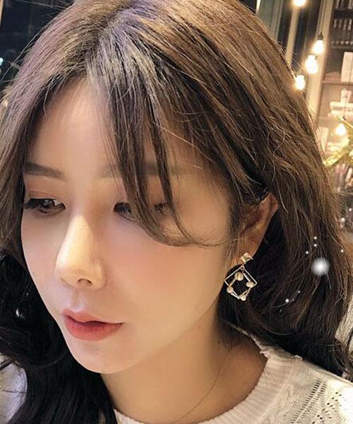 ★正韓★Square Shine 時尚氣質 不規則珍珠 鏤空方磚水鑽耳環 (現貨)