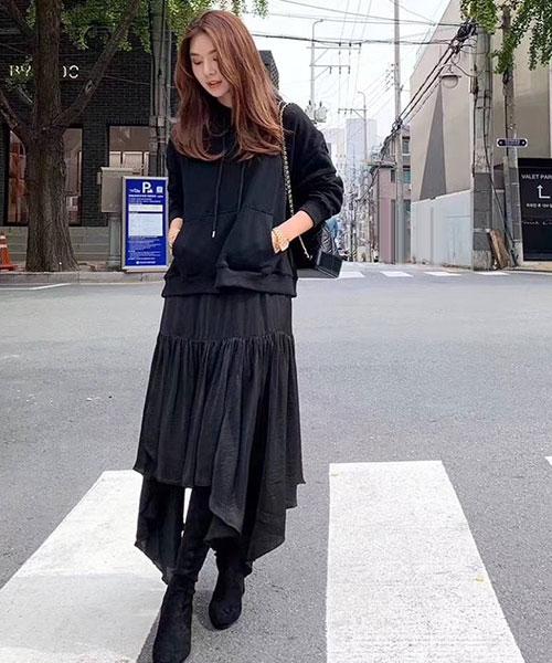 ★正韓 IRIS Lace Knit ★時尚柔美 蕾絲領拼接針織上衣 (兩色)