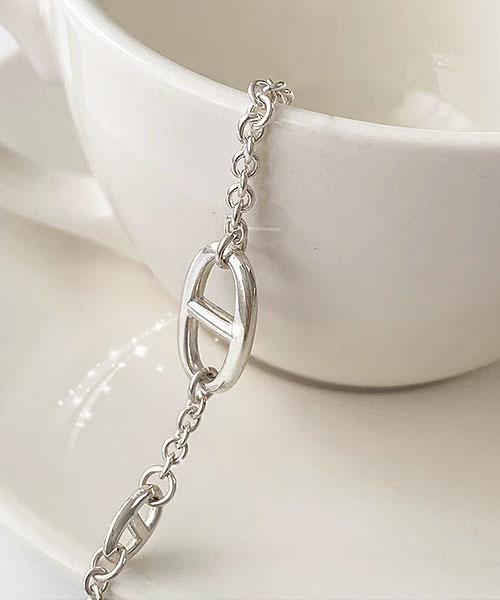 ★正韓 Harriet 925 ★ 時尚個性 925純銀 質感幾何H標誌扣式手鍊