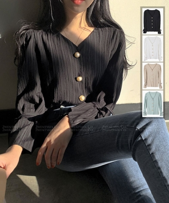 ★正韓 Victoria ★ 氣質優雅 珍珠扣壓褶喇叭袖綁帶雪紡V領上衣 (四色)