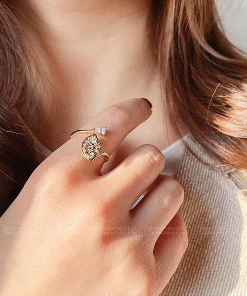 ★ 韓國 Urania Rhinestone ★ 時尚魅力 閃耀水鑽扇狀開口戒指
