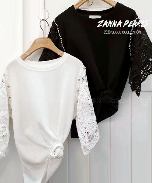 ★正韓 Zanna Pearls ★ 時尚優雅 寬鬆棉感 珍珠飾扣蕾絲雕花袖 圓領上衣(兩色)